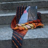 Review: Shawls. Tücher stricken mit Stil – von Melanie Berg