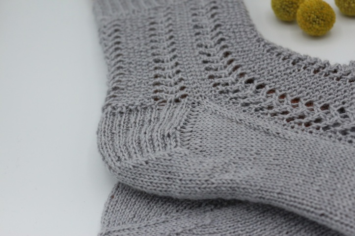 Gestrickte Socken Elinor Socks (7)
