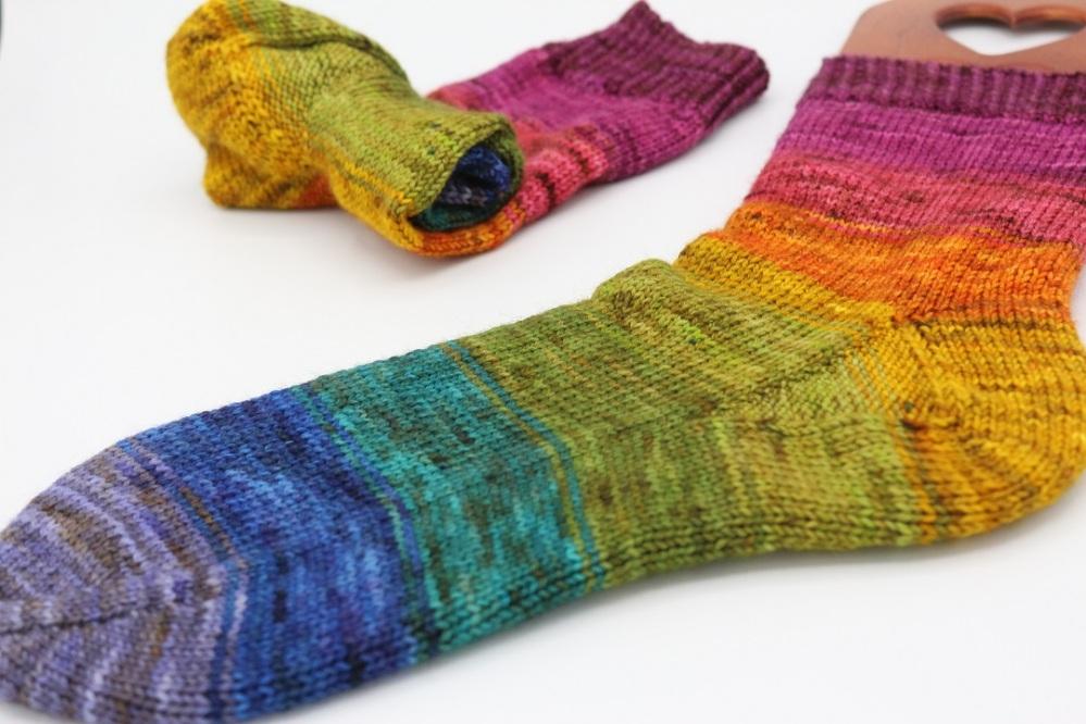 Toe Up Regenbogen Socken (3)